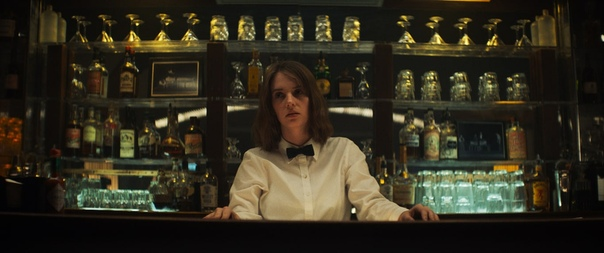 Майя Хоук на новом кадре фильма «Мейнстрим»