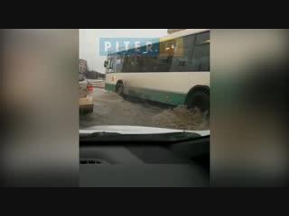 Гражданский проспект затопило из-за коммунальной аварии