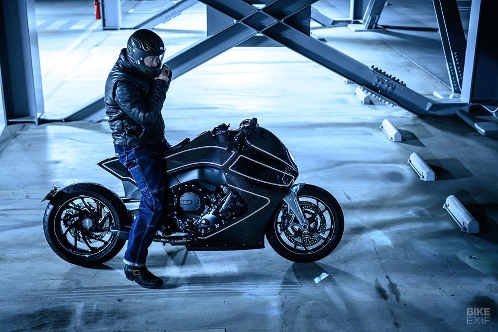 Custom Works Zon: кастом BMW K1600B Stealth Crow