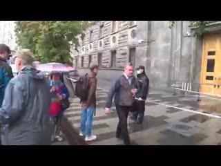 Парня задержали за то, что он слишком долго смотрел на полицейского NR