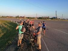 На велосипедах вечером по Липецкому району проехали туристы