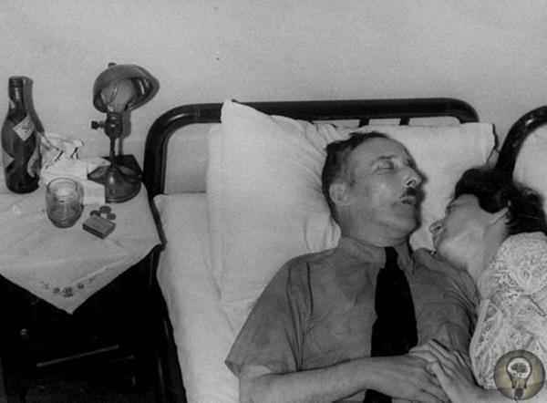 Австрийский писатель Стефан Цвейг и его жена Шарлотта покончили с собой в пригороде Рио-де-Жанейро 22 февраля 1942 г