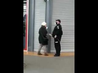 Дожили..В столичном супермаркете «Ашан» охранник ударил посетительницу по лицу ....