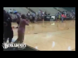 INSANE Backboard BREAKING Dunk : Roscoe Johnson of the Harlem Wizards